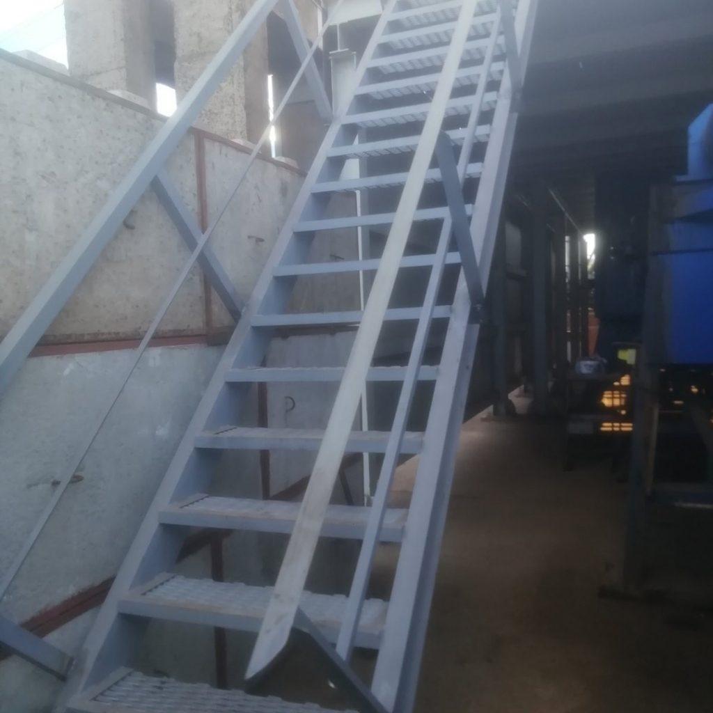 лестница с ограждением - от 750 рублей