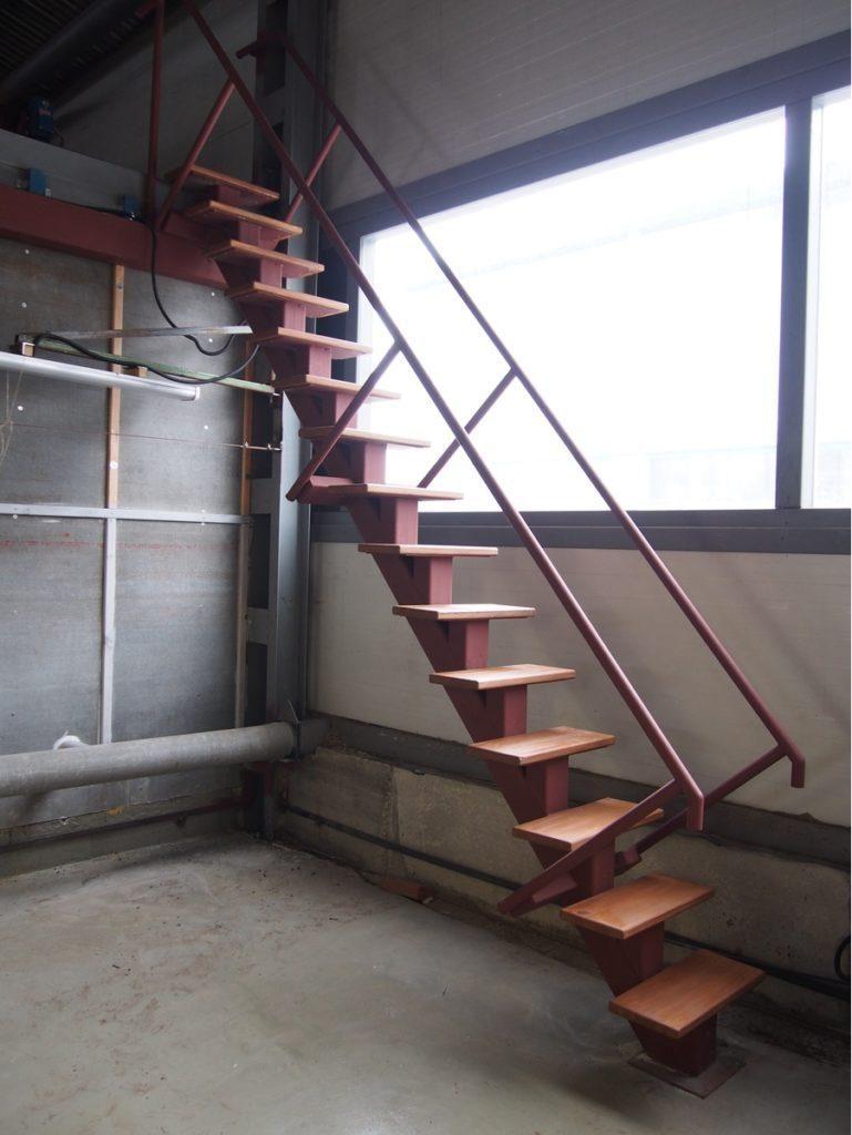 лестница с центральным косоуром - от 600 рублей