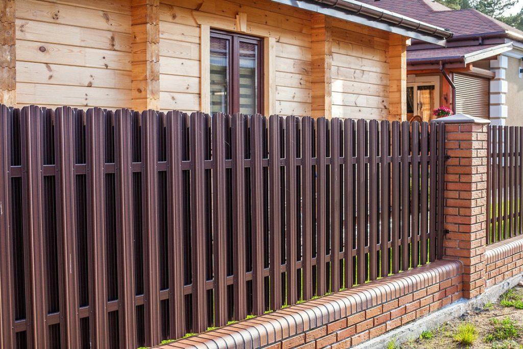 забор из металлоштакетника - от 75 рублей за 1 м.п.