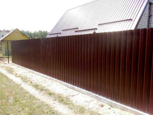 забор из профлиста - от 100 рублей за 1 м.п.